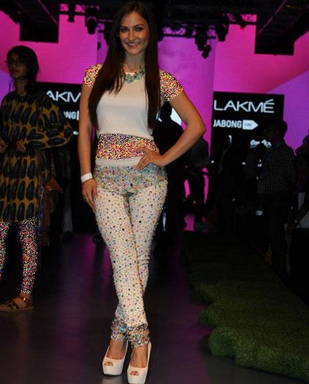 بهترین مدل های لباس در هفته مد در بالیوود,بهترین طراحی های لباس گوری خان