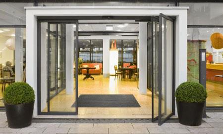 مدل درب ورودی ساختمان,طراحی درب ورودی ساختمان,درب چوبی ورودی ساختمان