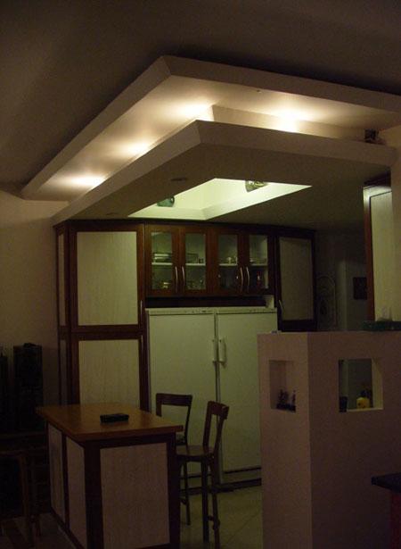 طراحی سقف منزل برای زیبایی دکوراسیون خانهطراحی سقف منزل باعث شده تا تفکیک فضایی بدون استفاده از دیوار صورت بگیرد