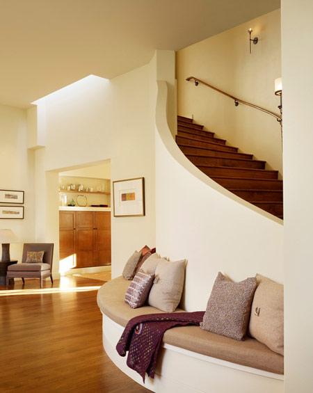 پله های گرد چشم گیر در دکوراسیون منزل