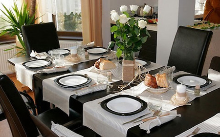 تزیینات خانه با گل های ,چیدمان میز غذاخوری با گل های