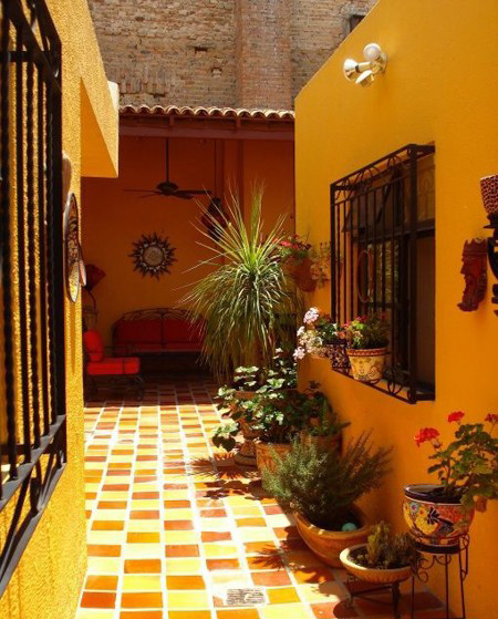 نحوه رنگ آمیزی دیوار حیاط,رنگ آمیزی دیوار حیاط در تابستان