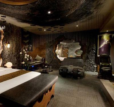 ع اتاق بتمن, اتاق های هتل بهشت