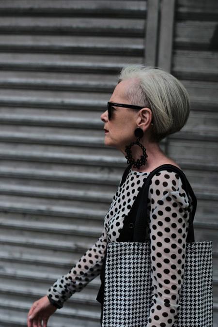 سن کهنسال ترین مدل زن,نحوه پوشش کهنسال ترین مدل زن