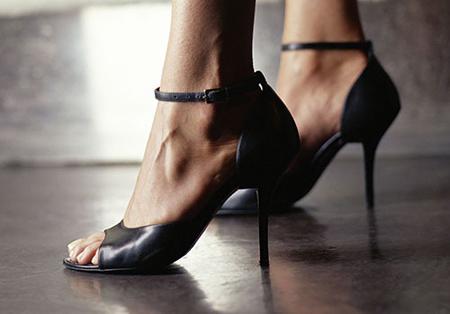 روش پوشیدن انواع کفش پاشنه بلند,پوشیدن کفش پاشنه بلند