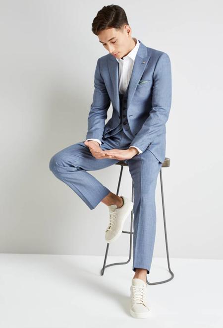 پیراهن های مناسب کت و شلوار آبی, کفش مناسب کت و شلوار آبی