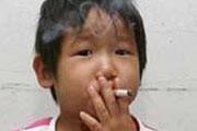این دختر 3 ساله معتاد به سیگار است