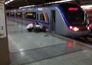 مرگ در ایستگاه مترو