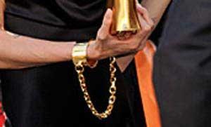 «آنجلینا جولی » دستبند خورد + عکس