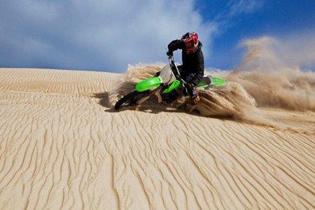 تصاویر,تصاویر زیبا,تصاویر روز,موتور سواری در بیابان,عکس