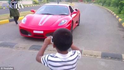 تصاویری از رانندگی پسر ۹ ساله با اتومبیل فراری اف ۴۳۰ پدرش