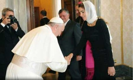 خم شدن پاپ در برابر همسر پادشاه اردن,همسر پادشاه اردن