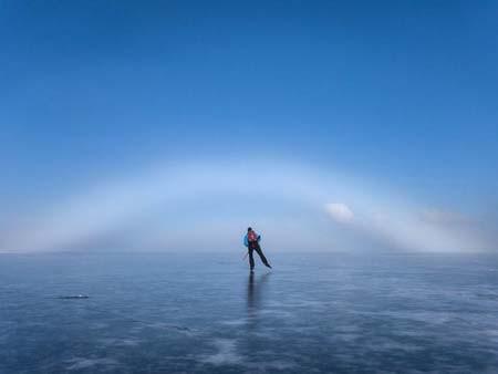اسکی روی دریاچه ای یخ زده در سوئد