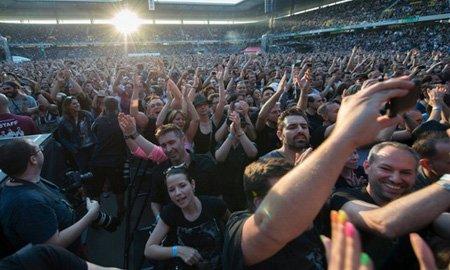 کنسرت یک گروه بریتانیایی در شهر برن سوییس