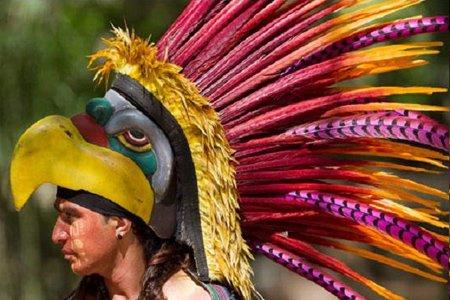 رقصنده سنتی مایاها در جنوب مکزیک