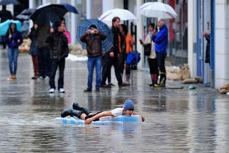 آب گرفتگی خیابان در شهر پاساو(ایالت بایرن)، آلمان