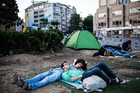 تحصن معترضان ترکیه در میدان تاکسیم استانبول