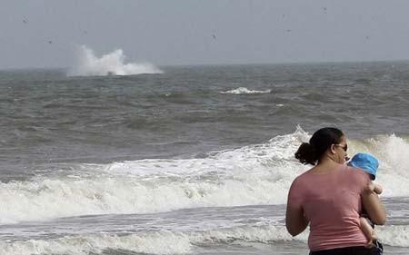 سقوط یک هواپیمای کوچک با دو سرنشین در ساحل اقیانوس اطلس (انگلیس)