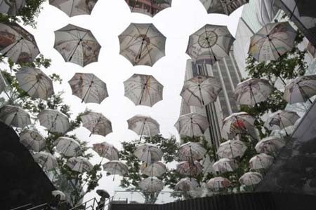 تزئین خیابانی با چتر در سئول، کره جنوبی