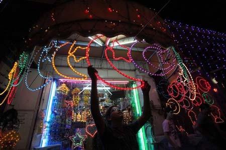 نورافشانی در کرانه غربی فلسطین به مناسبت حلول ماه رمضان