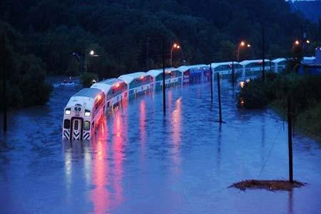 قطار گرفتار در سیلاب- تورنتو، کانادا