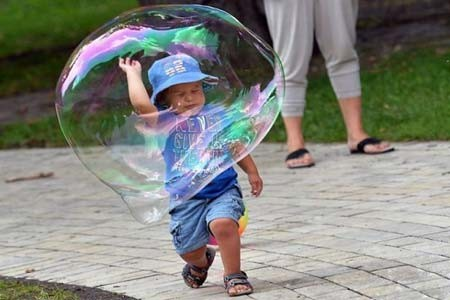 بازی با حباب- پارکی در نیویورک، آمریکا