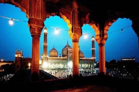 ماه مبارک رمضان و اذان مغرب در مسجد جامع دهلی، هند