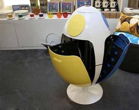 سطل زباله تخم مرغی شکل با قابلیت تفکیک زباله ها برای بازیافت ، ایتالیا