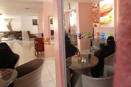 اولین کافی شاپ مخصوص زنان در صنعا، یمن