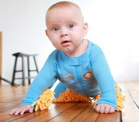 9302 4m16  تصاویر/ شوخی طراح لباس با کودک نو پا!