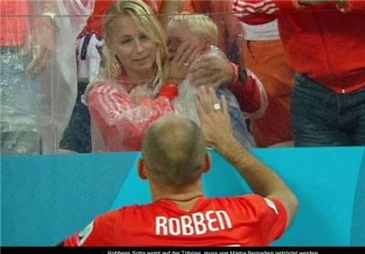 اخبار,اخبار ورزشی,گریه طولانی پسر آرین روبن