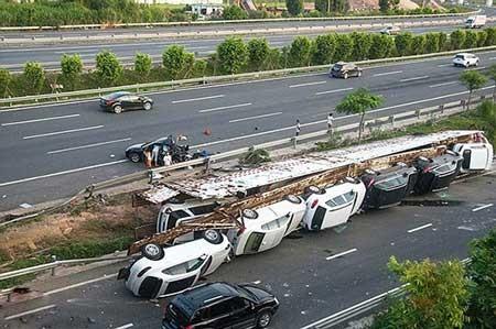 اخبار ,اخبار حوادث ,چپ کردن خودرو,http://www.oojal.rzb.ir/post/966