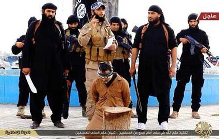 9309 10m3649  تصاویر جادوگری که به دام داعش افتاد