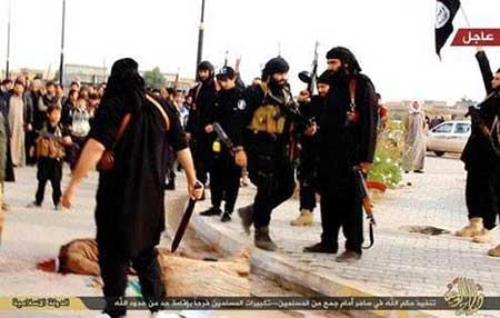 9309 10m3651  تصاویر جادوگری که به دام داعش افتاد