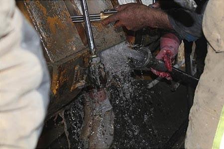 9309 11m667  مرگ دردناک کارگر در دستگاه بزرگ بتون ساز+ تصاویر