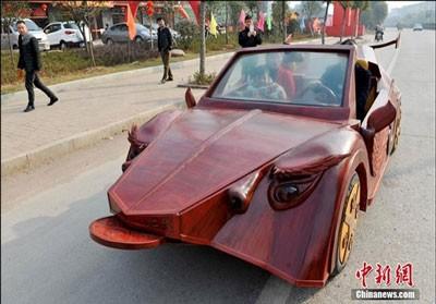 یک کشاورز چینی موفق شده است که در اقدامی جالب خودرویی کاملاً دستساز بسازد.