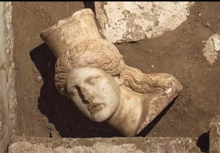 اخبار , اخبار گوناگون,کشف اجساد در مقبره اسکندر مقدونی