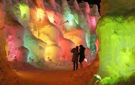 پودر یخ مو جشنواره آتش و یخ در ژاپن