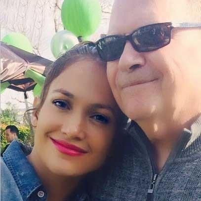 خواننده مشهور زن در کنار پدرش/عکس