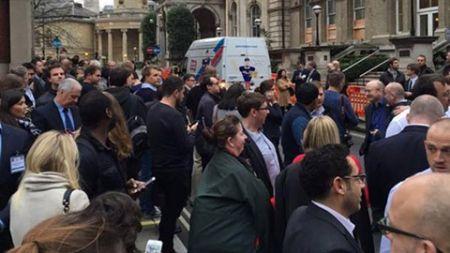 تخلیه ساختمان مرکزی بی بی سی در لندن به دلیل وجود خودروی مشکوک (+عکس)