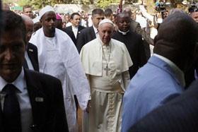 پاپ: جهان در آستانه خودکشی است / آفریقا