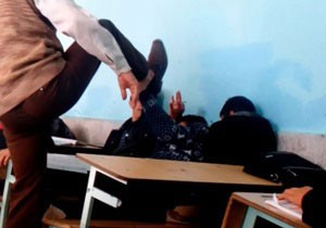 عذرخواهی وزیر به خاطر تنبیه بدنی چند دانشآموز