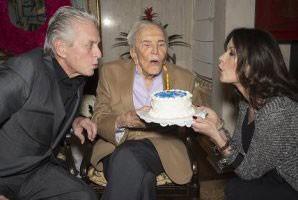 جشن تولد 99 سالگی آقای بازیگر +عکس