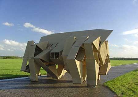 مجسمههایی که در باد راه میروند