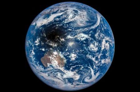 عکس روز ناسا- تصویر سایه ماه بر زمین