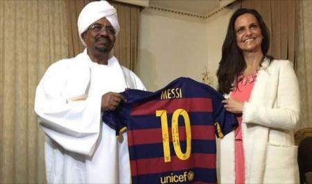 اخبارورزشی,خبرهای   ورزشی, هدیه مسی برای عمر البشیر