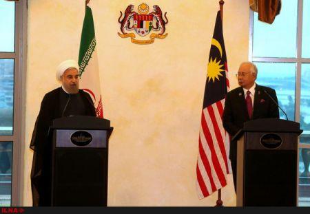 روحانی: سال ۲۰۱۶ را به سال تقویت روابط تهران-کوالالامپور مبدل میکنیم / تسریع در تحرک روابط بانکی دو کشور