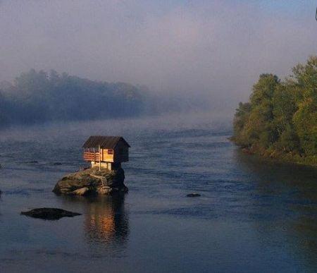 اخبار,اخبار گوناگون,خانه ای در وسط رودخانه درینا