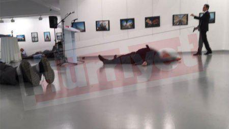 ترور سفیر روسیه در ترکیه / سفیر کشته شد / ضاربان هنگام تیراندازی فریاد زدند: انتقام حلب را خواهیم گرفت/تصاویر