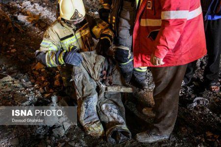 پیکر پانزدهمین شهید آتشنشان از زیر آوار خارج شد